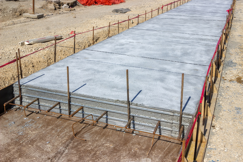 Making Concrete Slabs : Proper steps for using screed key joints in concrete slabs